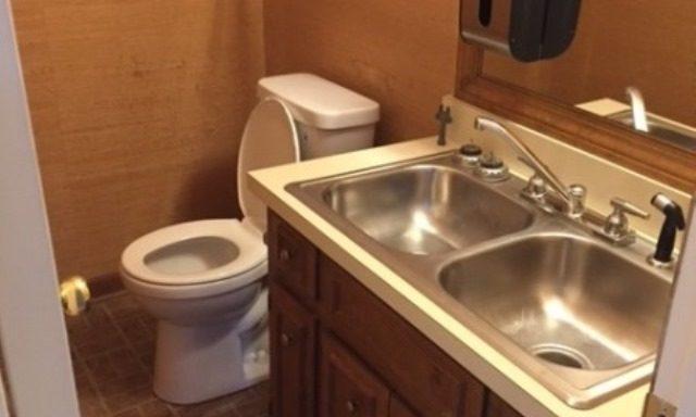 dual-sink-half-bath
